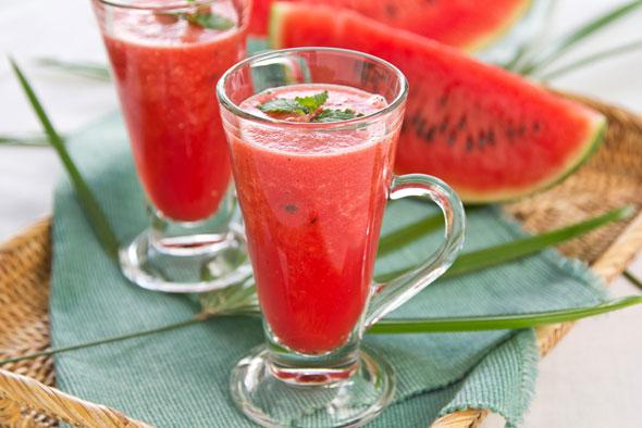 smoothie-pepene-rosu-si-menta